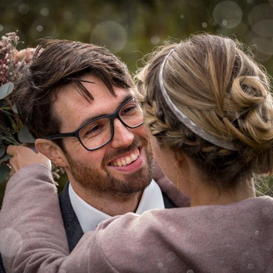 Hochzeitsfotografie | Bräutigam verliebt